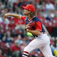 Cardinals ship Leake to Mariners for minor leaguer
