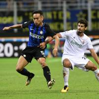 Inter Milan's Nagatomo limps off pitch with hamstring pain