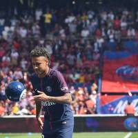 Neymar debut delayed due to paperwork