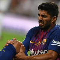 Barca loses Suarez for four weeks with injury