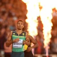Van Niekerk cruises to 400-meter gold
