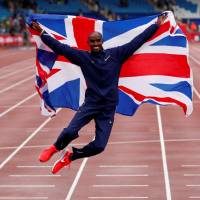 Farah wins final track race in Britain