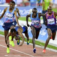 Farah wins thrilling 5,000 to end track career