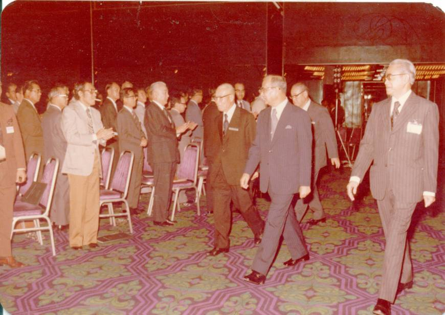 Tun Hussein Onn, then-prime minister of Malaysia, arrives for the official launching of the First Joint Annual Conference of the Malaysia-Japan Economic Association (MAJECA)/Japan-Malaysia Economic Association (JAMECA) on Nov. 14, 1977.