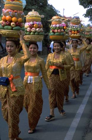 Women in traditional Indonesian garments