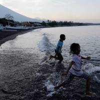Indonesia ready to divert Bali-bound flights if volcano erupts