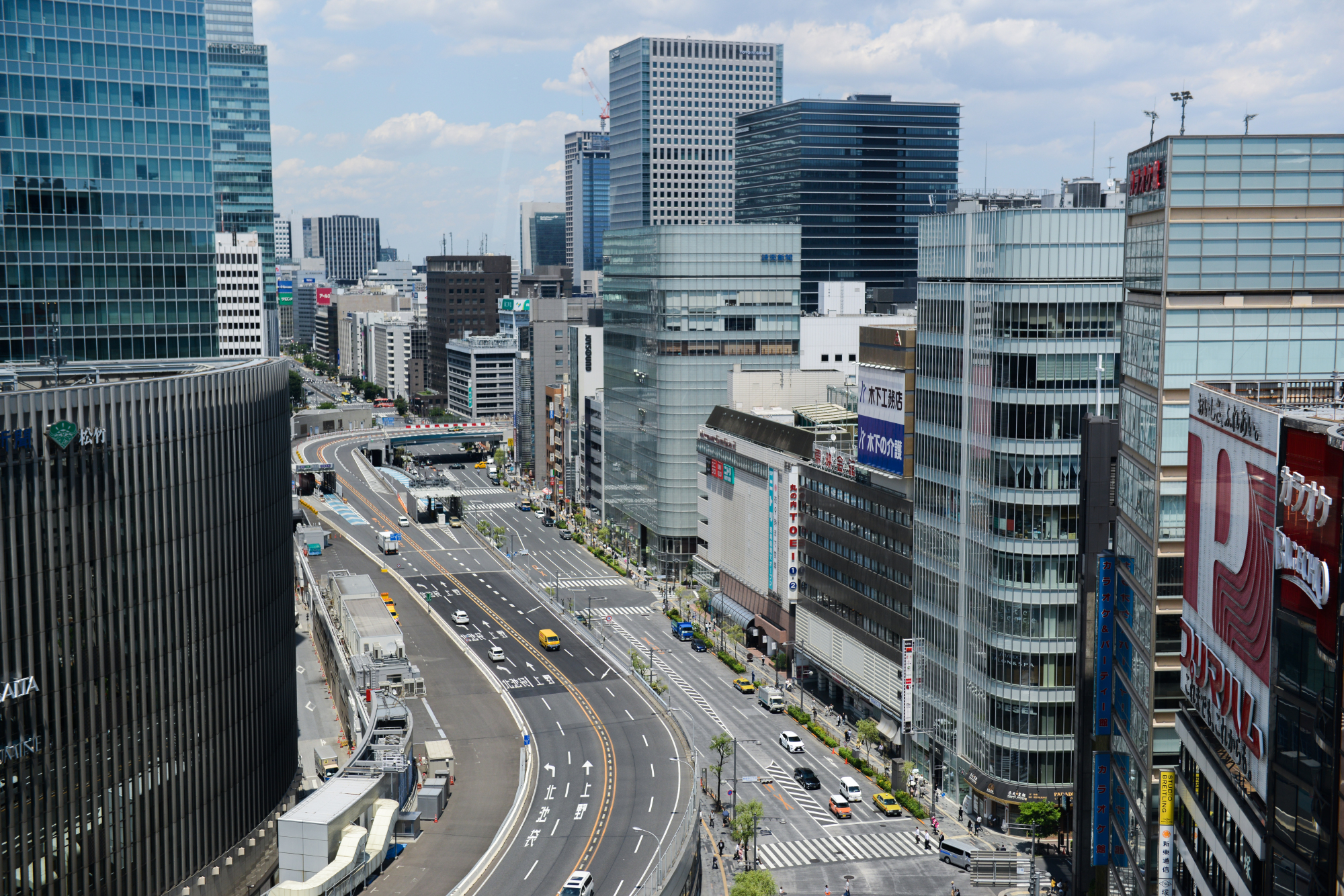 Average commercial land prices in the nation's major cities rose for the second straight year on the back of the projects following a surge in foreign tourists. | BLOOMBERG