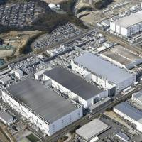 The sale of Toshiba Corp.'s flash memory plant in Yokkaichi, Mie Prefecture, is a point of contention in the tech conglomerate's dispute with Western Digital Corp.   KYODO