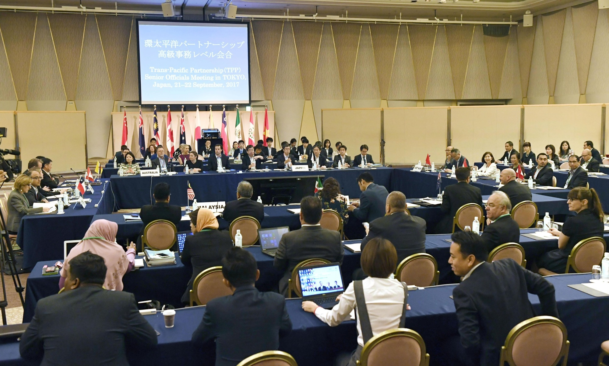 The chief negotiators of the 11 remaining Trans-Pacific Partnership countries gather on Thursday on Tokyo. | KYODO