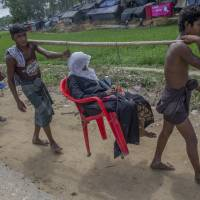 Rohingya outflow slows but witnesses say thousands massed at border, fear being shot by Myanmar troops
