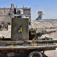 With Russian air support, Syrian troops fighting Islamic State advance toward U.S.-backed force