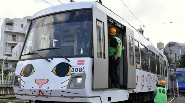Tokyu unveils new tram with beckoning cat livery to mark 110th anniversary of Tamagawa Line