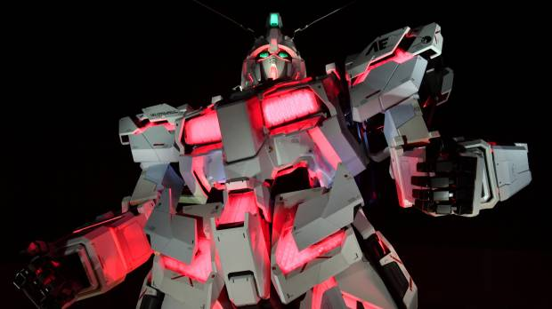 Gundam's 20-meter replacement statue unveiled in Odaiba
