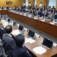 Government officials overseeing disaster prevention discuss a new warning system Tuesday to alert residents of a possible earthquake along the Nankai Trough. | KYODO