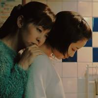 Close relations: Yuki Saito and Suzu Hirose play the wife and daughter of the murder victim in 'The Third Murder.' | © 2017 FUJI TELEVISION NETWORK/AMUSE INC./GAGA CORPORATION ALL RIGHTS RESERVED.