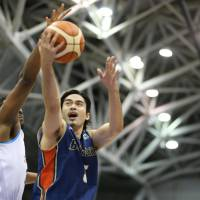 The B-Corsairs' Alexis Minatoya, seen in action last season, scored a game-high 22 points against the Lakestars on Saturday at Yokohama Cultural Gymnasium. Yokohama routed Shiga 76-45, earning a two-game split in their first series of the 2017-18 season. | B. LEAGUE