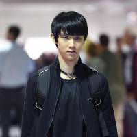 Yuzuru Hanyu arrives at Montreal airport on Wednesday. | KYODO