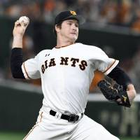Giants beat Swallows to keep playoff hopes alive