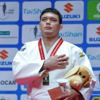 Wolf takes world judo gold; Asahina settles for silver