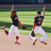 Indians win franchise-record 17th straight game