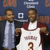 Thomas, Cavs don't reveal much about star's hip injury