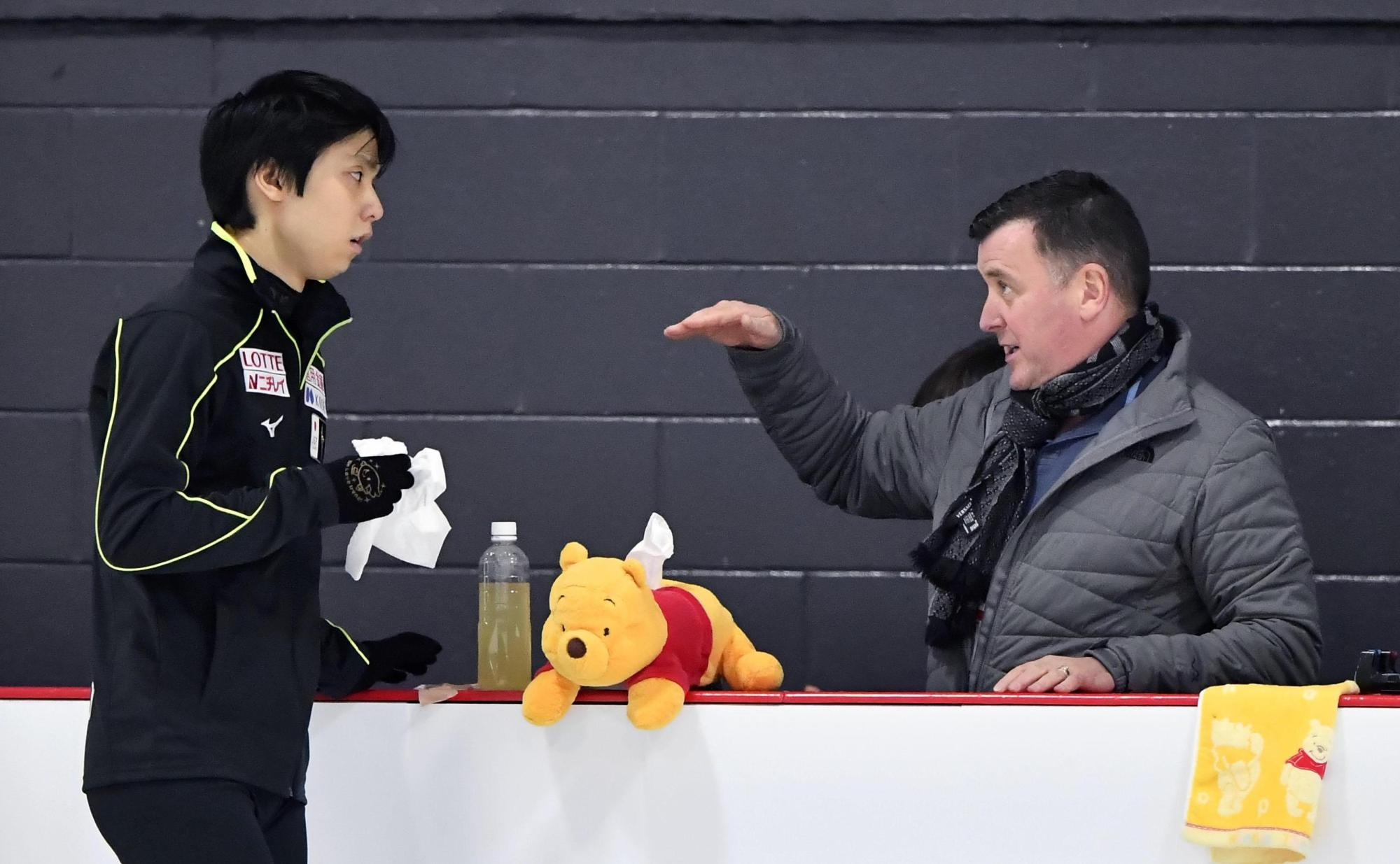 Brian Orser (right) has coached Yuzuru Hanyu for six years and he believes their relationship will help the skater's attempt to defend his Olympic title in Pyeongchang next year | KYODO