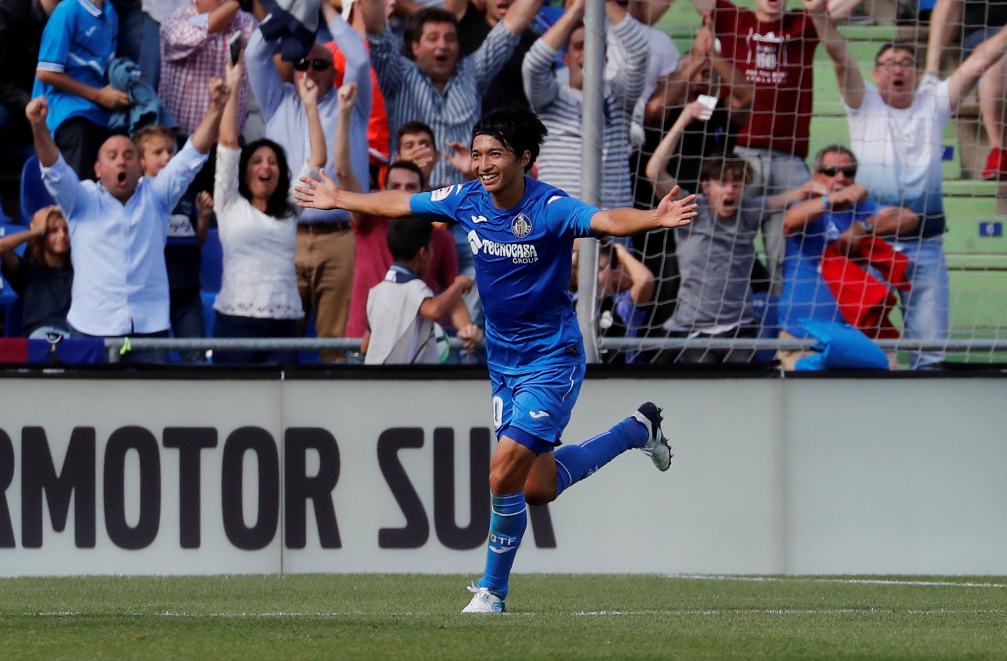 Getafe's Gaku Shibasaki celebrates after scoring the opening goal of his club's match against Barcelona on Saturday. Barcelona won 2-1. | REUTERS