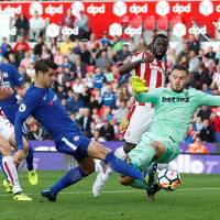 Morata fires hat trick as Chelsea routs Stoke
