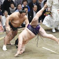 Goeido, Onosho, Daishomaru lead way at Autumn Basho