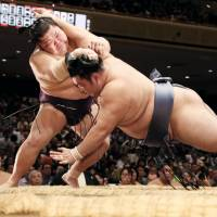 Goeido falters, stays on track for second title