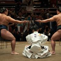 Kakuryu (left) and Harumafuji perform a sandan-gamae at 2016's Ozumo Beyond 2020 Basho. | JOHN GUNNING