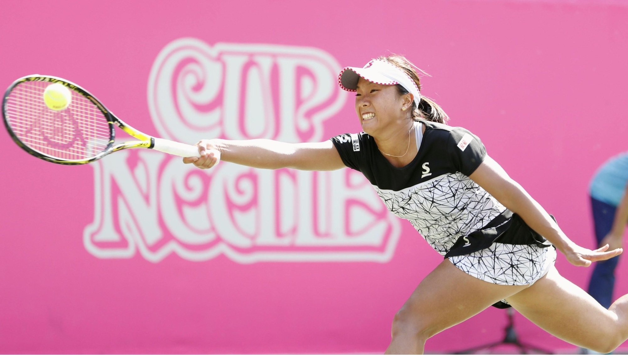 Kurumi Nara plays a shot during her second-round match against China's Wang Qiang at the Japan Women's Open on Thursday. Wang won 6-2, 6-3. | KYODO