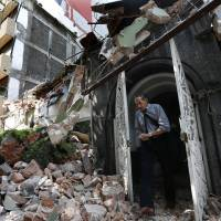 Quake devastates mexico city