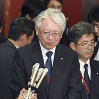 Kobe Steel Ltd. Chairman and President Hiroya Kawasaki speaks to reporters about the company's ongoing scandal following his visit to the industry ministry in Tokyo on Thursday. | KYODO