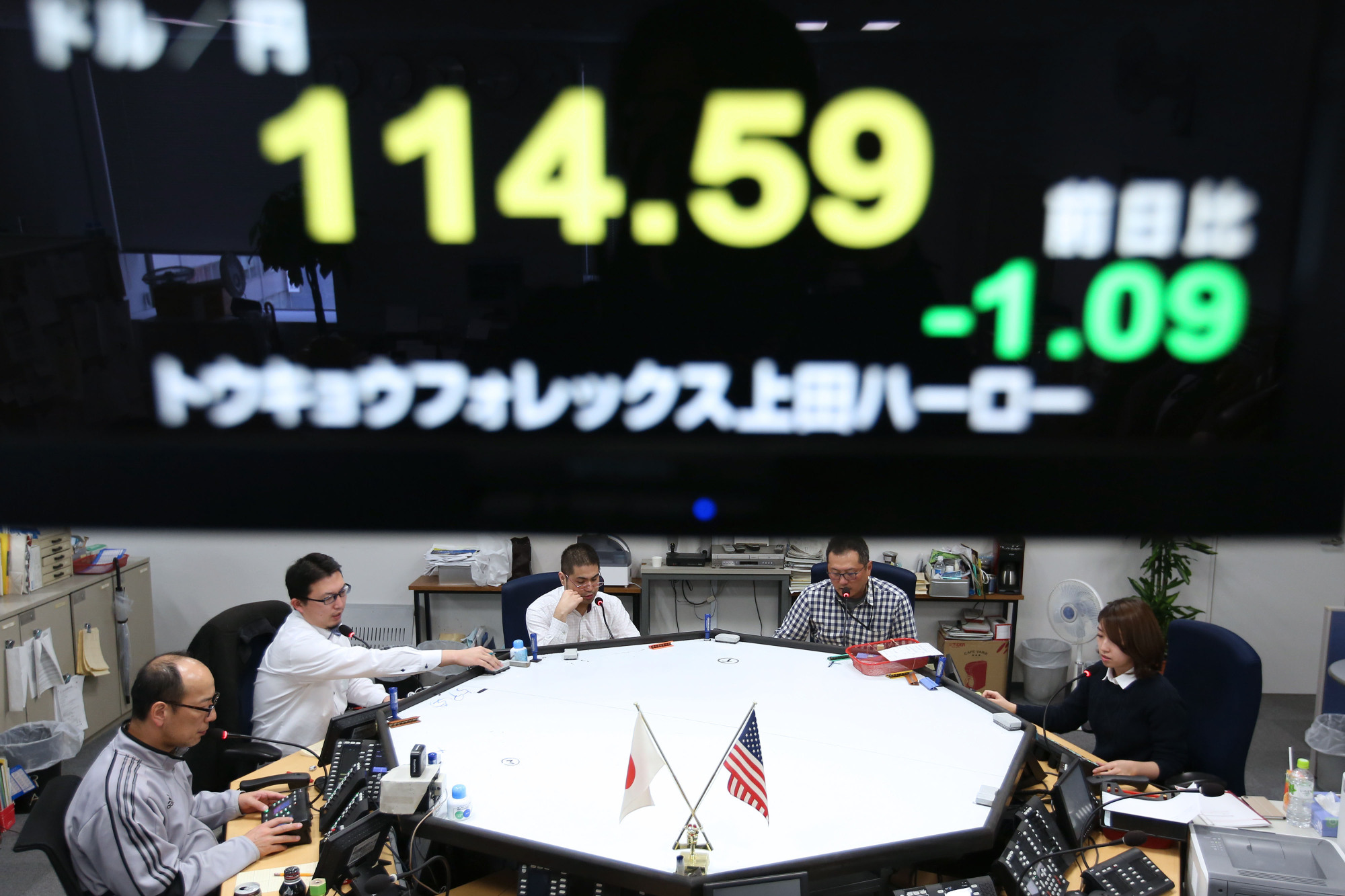 Traders with an eye on the yen have already started betting on potential scenarios for the currency after Japan's Oct. 22 general election. | BLOOMBERG