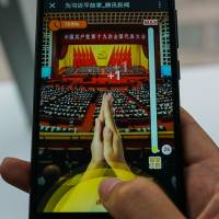 Newest viral craze in China: Virtual clapping for Xi