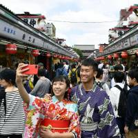 Huge rent hike set to end sweet deal for Sensoji Temple shopkeepers