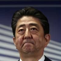 Abe to retain entire Cabinet and LDP leadership: party exec