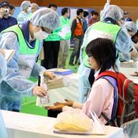 Shimane and Tottori prefectures hold a joint drill in Hoki, Tottori Prefecture, in October 2015 for residents living near nuclear power plants in the prefectures. The government has expanded a state subsidy for cities hosting plants to include municipalities within a 30 km radius. | KYODO
