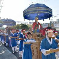 At an event held in the city of Yeongcheon, South Korea, in September, a re-enactment is staged of a Korean envoy sent to Japan between the 17th and 19th centuries. UNESCO on Monday added 333 documents related to the envoys sent by the Joseon Dynasty to its Memory of the World heritage program. | KYODO