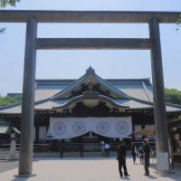 Abe sends ritual offering to Yasukuni during fall festival, but visit seen as unlikely