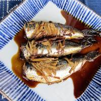 'Tis the season: Grilled sardines in ginger sauce is a great way to enjoy this blue-skinned, oil-rich fish in autumn. | MAKIKO ITOH