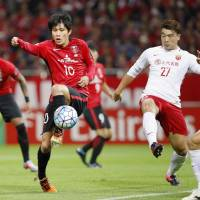 Urawa's Yosuke Kashiwagi attempts to control the ball during the second leg of his team's Asian Champions League semifinal against Shanghai on Wednesday. | KYODO