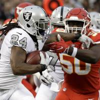 Raiders' Marshawn Lynch suspended for shoving game official