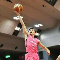 Jets guard Yuki Togashi scored a game-high 31 points on Sunday in the series finale against the Evessa at Funabashi Arena. Chiba defeated Osaka 77-70. | KYODO