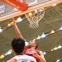 The Grouses' Drew Viney shoots a layup against the Storks during Saturday's game in Toyama. Viney had 13 points in the series opener. | B. LEAGUE