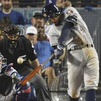 Astros win homer war with Dodgers to even series 1-1