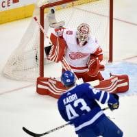 Impressive start leads Maple Leafs past Red Wings