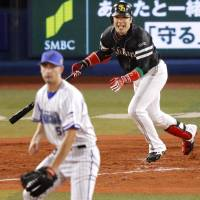 Early scoring, lockdown bullpen carry Hawks to Game 3 triumph over BayStars