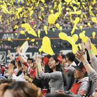 Hawks fans enjoy the festive atmosphere during a break in the action at Yafuoku Dome on Saturday. | KYODO